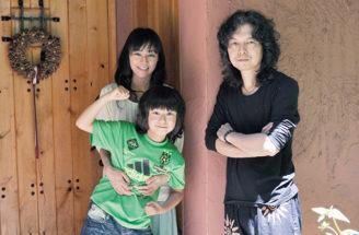 富士河口湖町へ移住した小暮武彦さんと奥様・裕子さんと長男青葉くん