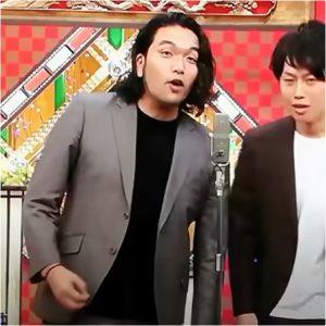 舞台に立つ見取り図 盛山晋太郎