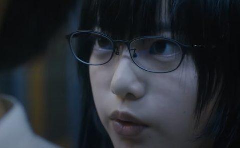 映画「響」眼鏡をかけた平手友梨奈