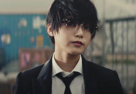 「風にふかれても」メガネをかけた平手友梨奈