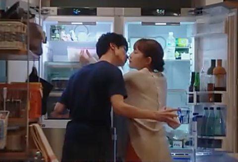 横浜流星と川口春奈の冷蔵庫キス