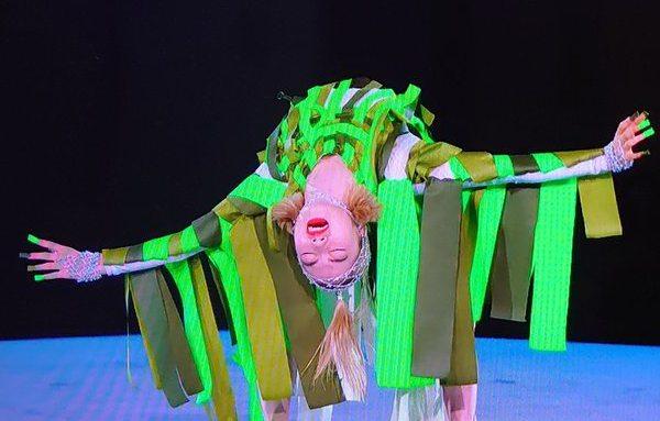 東京五輪閉会式で踊るアオイヤマダ