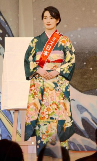 ミス日本に出席する清水希容