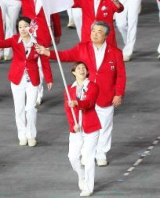 ロンドン五輪で旗手を務める吉田沙保里選手