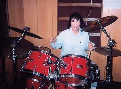 高市早苗 大学時代にバンドのドラムを担当